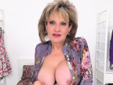 Adulterous uk mature lady sonia exposes her big boobs73InS